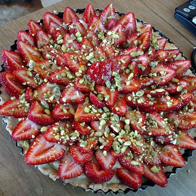 A #strawberry and #pistachio #tart for @gianfrancominuz #birthday #dinner #dinnerwithfriends #baking #foodies #foodstagram